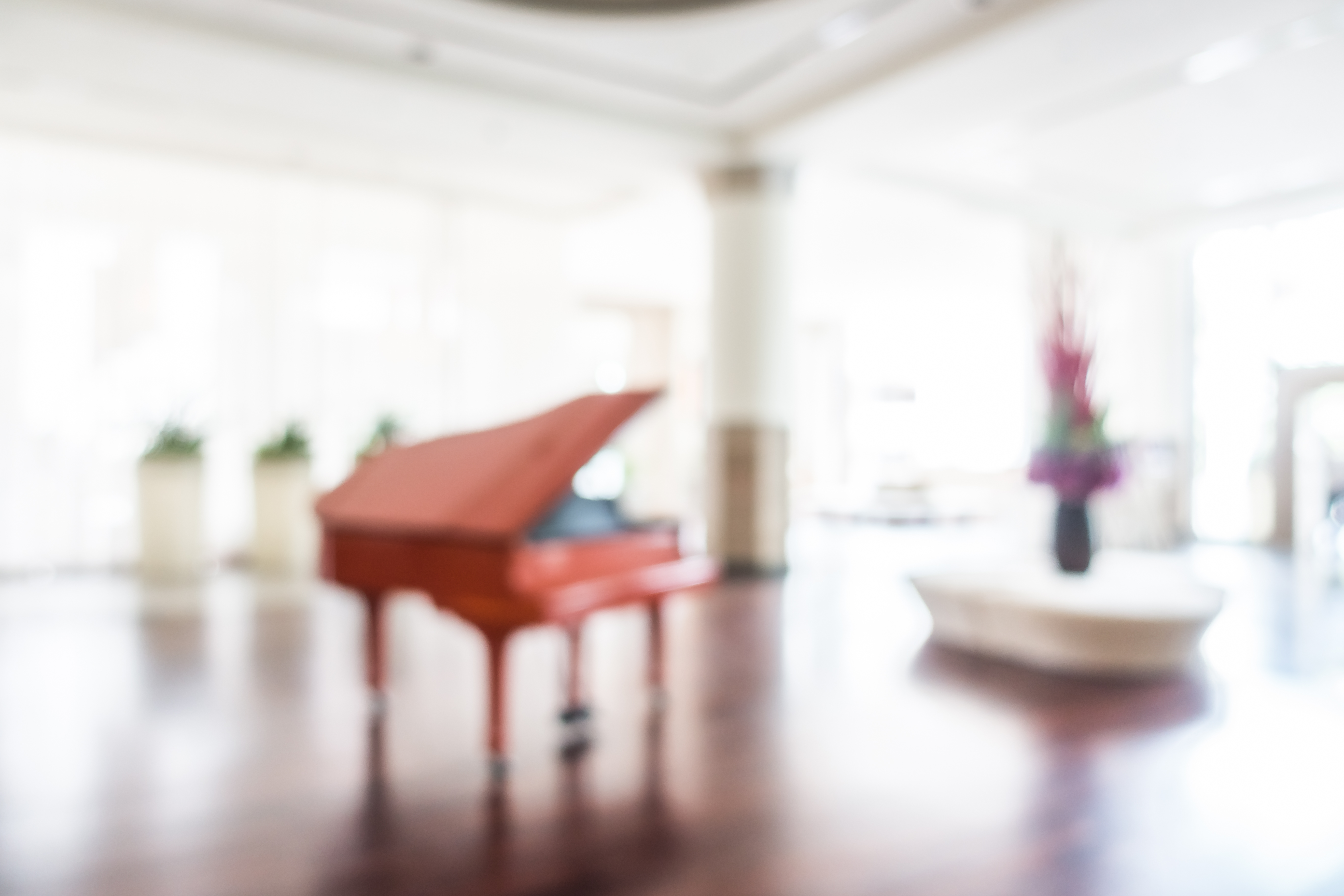 blurred-big-room-with-piano